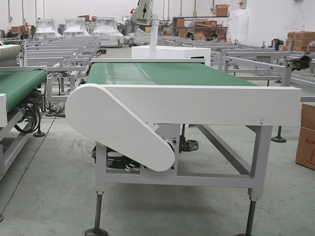 Automatic counting machine for PVC/nitrile glove production line